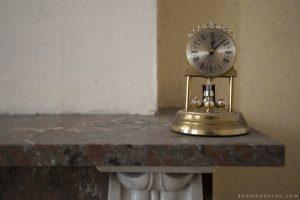 Villa Directeur - clock