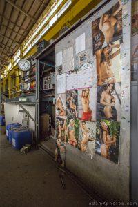Entrepôt de Bangers - the wall of glamour