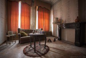 Villa Vital Adam X Urbex - front room lampshade curtains