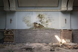Adam X Urbex Urban Exploration Grand Hotel Regnier wall decay Belgium