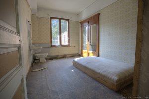 Adam X Urbex Urban Exploration Grand Hotel Regnier bedroom Belgium