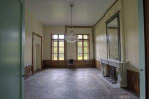 Adam X Chateau de la Chapelle urbex urban exploration belgium abandoned grand room ornate fireplace mirror crystal chandelier