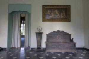 Adam X Chateau de la Chapelle urbex urban exploration belgium abandoned foyer lobby reception painting chest candlestick