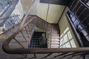 Adam X Chateau de la Chapelle urbex urban exploration belgium abandoned stairs staircase bannisters ballustrade