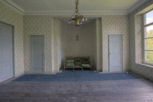 Adam X Chateau de la Chapelle urbex urban exploration belgium abandoned room chairs wallpaper