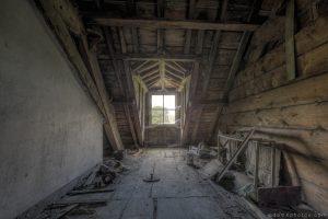 Adam X Chateau de la Chapelle urbex urban exploration belgium abandoned attic loft