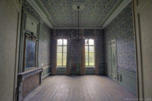 Adam X Chateau de la Chapelle urbex urban exploration belgium abandoned room mirror wallpaper grand