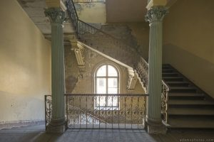 Stairs Staircase ornate columns pillars Villa Guano Villa Miley Urbex Germany Adam X Urban Exploration Access 2016 Abandoned decay lost forgotten derelict location Deutschland