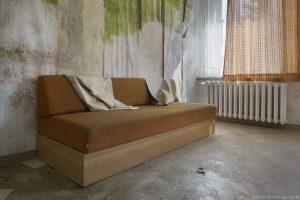 Sofa peeling wallpaper Grand Hotel Atlantis Urbex Germany Adam X Urban Exploration Access 2016 Abandoned decay lost forgotten derelict location Deutschland