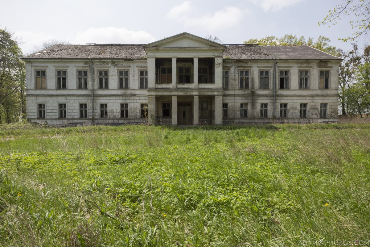 Neoclassical Palace exterior outside Szczyty Urbex Poland Adam X Urban Exploration Access 2016 Abandoned decay lost forgotten derelict location haunting eerie