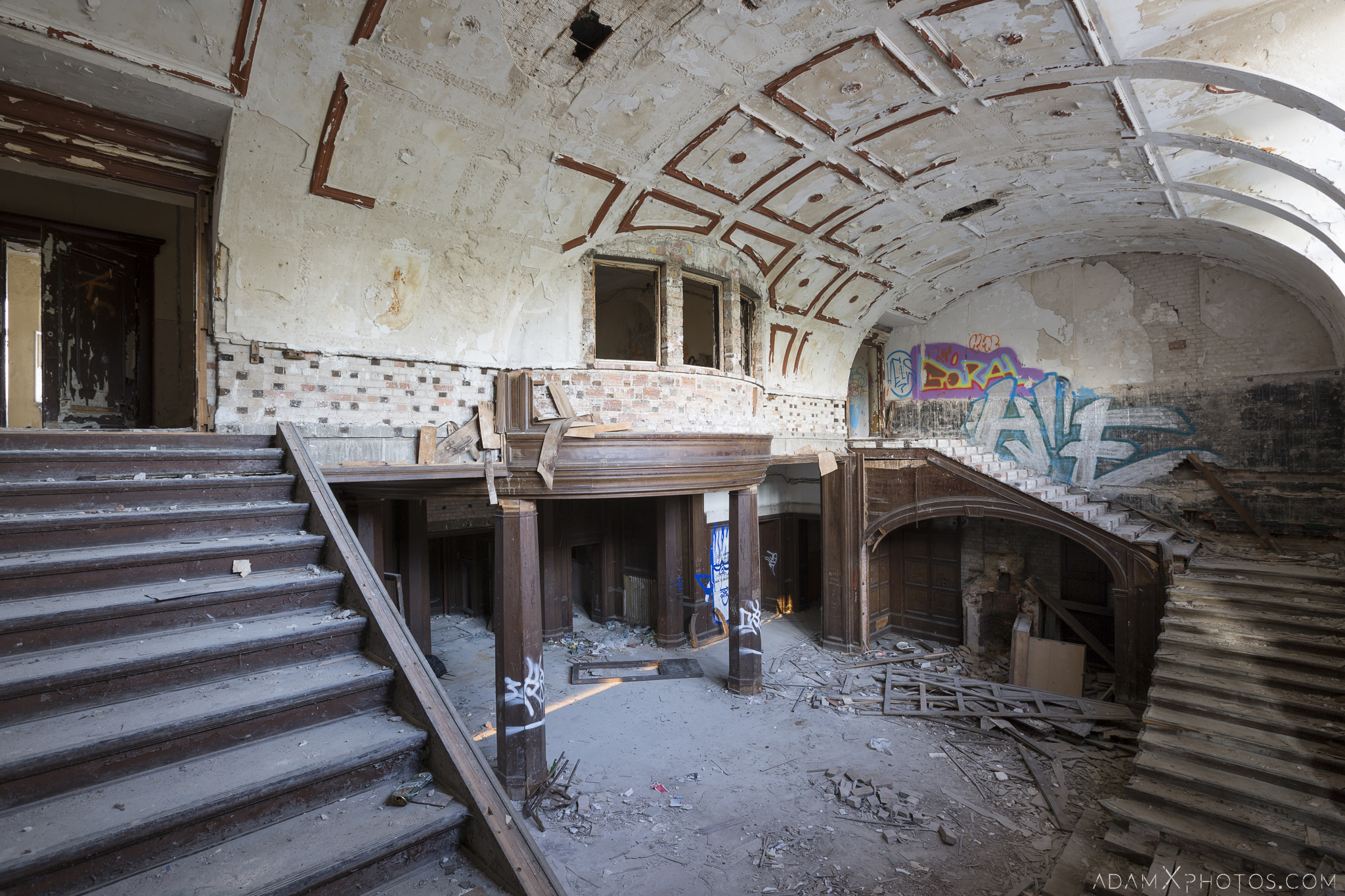 Main hall twin split stairs staircase Great Belcz Palace Pałac w Bełczu Wielkim Urbex Poland Adam X Urban Exploration Access 2016 Abandoned decay lost forgotten derelict location haunting eerie