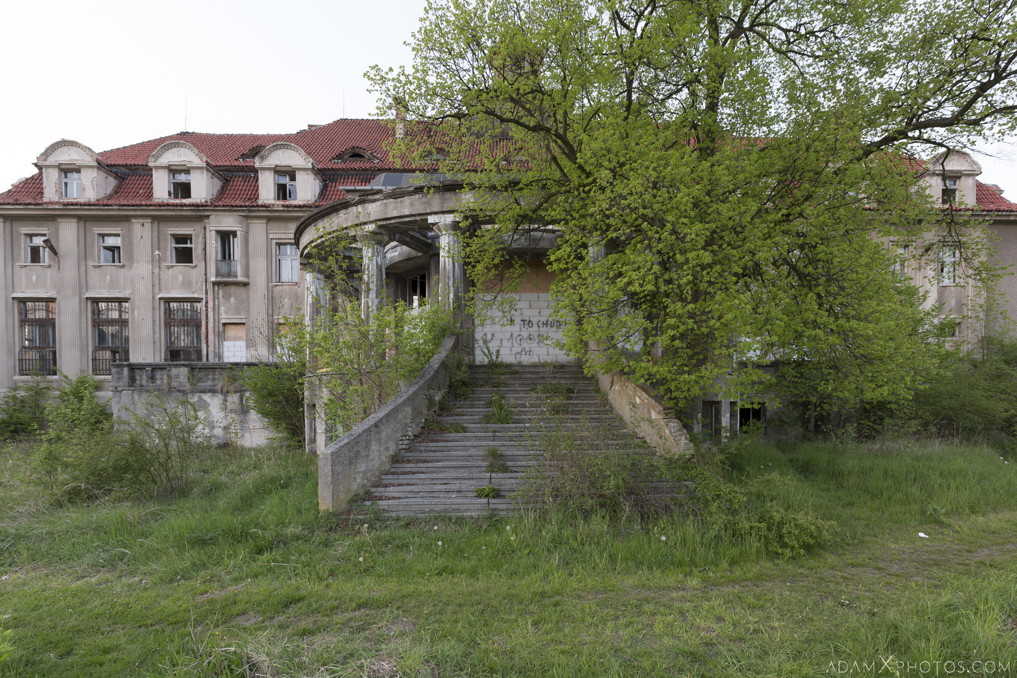 External exterior outside back rear Main hall twin split stairs staircase Great Belcz Palace Pałac w Bełczu Wielkim Urbex Poland Adam X Urban Exploration Access 2016 Abandoned decay lost forgotten derelict location haunting eerie