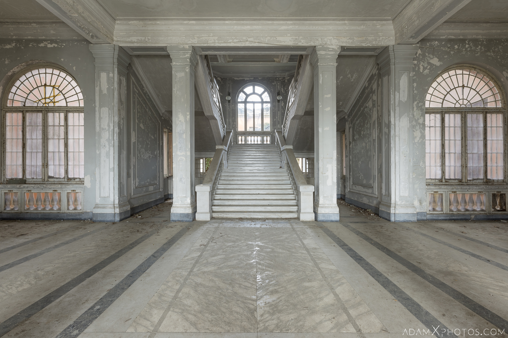 Grand opulent entrance hall lobby foyer stairs staircase windows ospedale psichiatrico di q manicomio di q asylum hospital Urbex Adam X Urban Exploration Italy Italia Access 2016 Abandoned decay lost forgotten Secca Security infiltration derelict location creepy haunting eerie