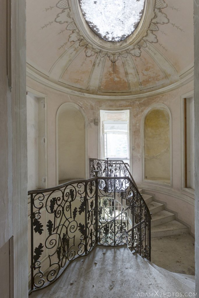 Pink rose stairs staircase Palazzo L Villa Rosa Urbex Adam X Urban Exploration Italy Italia Access 2016 Abandoned Grand Ornate Neoclassical decay lost forgotten infiltration derelict location creepy haunting eerie