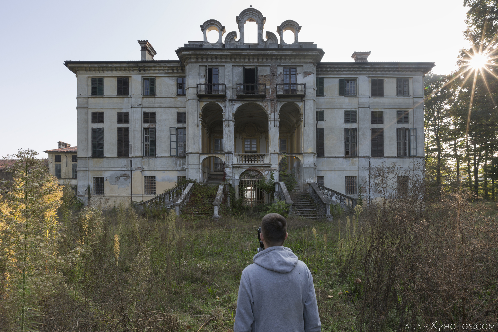 Outside External Wandering Dan Palazzo L Villa Rosa Urbex Adam X Urban Exploration Italy Italia Access 2016 Abandoned Grand Ornate Neoclassical decay lost forgotten infiltration derelict location creepy haunting eerie