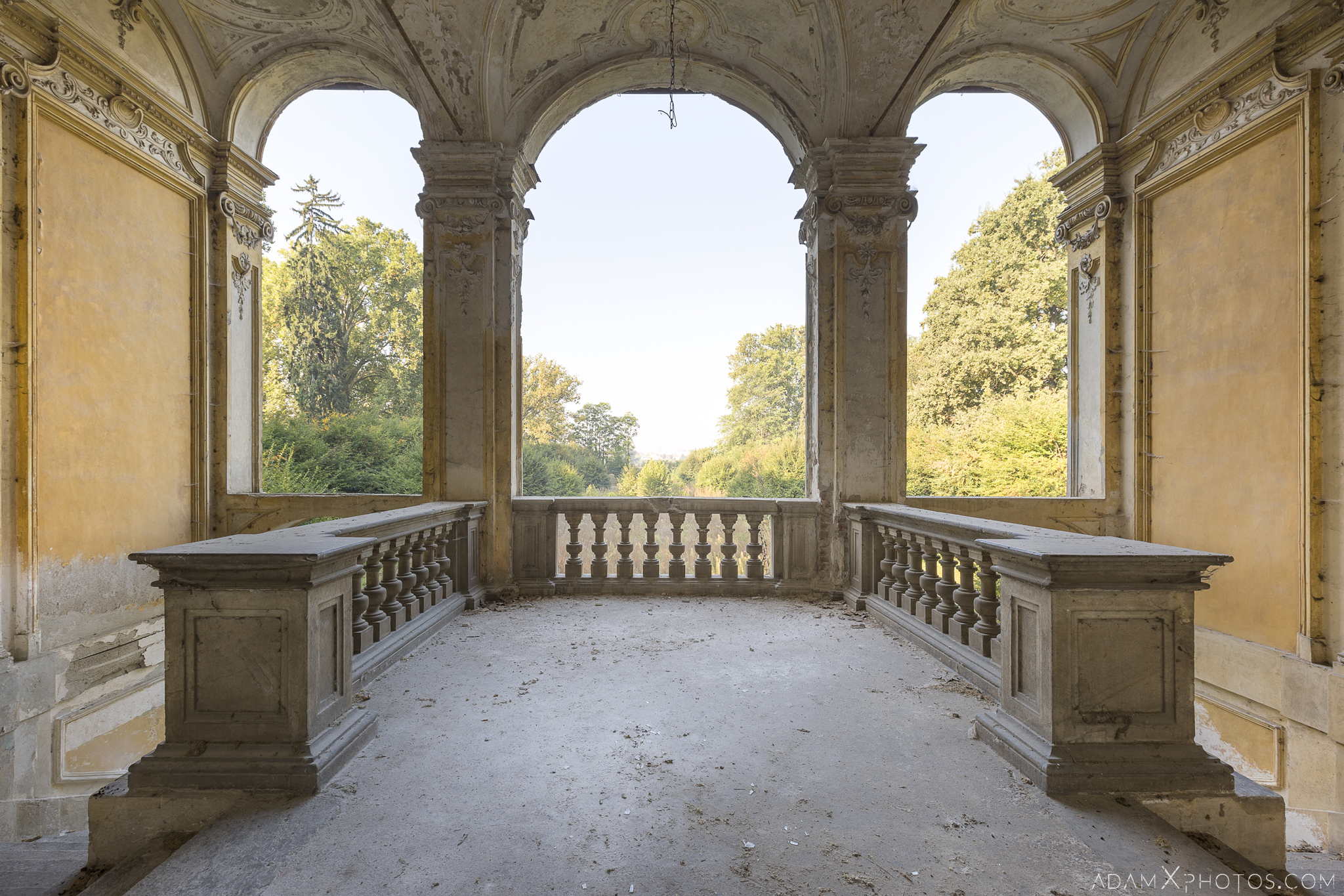Entrance porch Palazzo L Villa Rosa Urbex Adam X Urban Exploration Italy Italia Access 2016 Abandoned Grand Ornate Neoclassical decay lost forgotten infiltration derelict location creepy haunting eerie