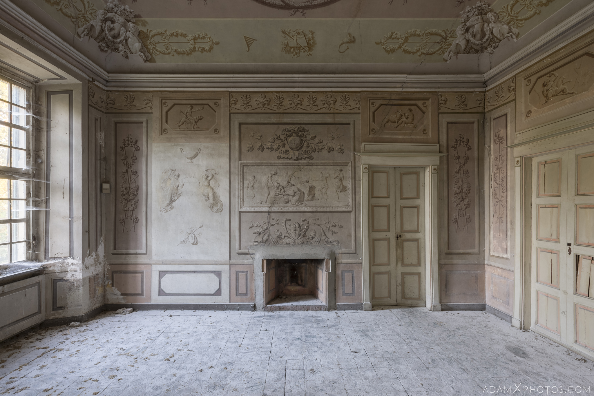 Pink room Palazzo L Villa Rosa Urbex Adam X Urban Exploration Italy Italia Access 2016 Abandoned Grand Ornate Neoclassical decay lost forgotten infiltration derelict location creepy haunting eerie
