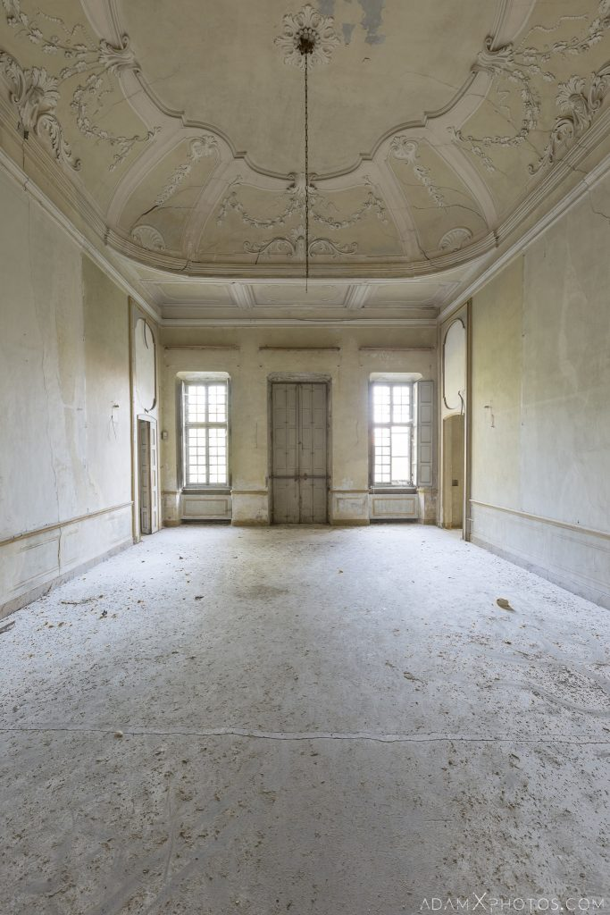 Yellow room ceiling Palazzo L Villa Rosa Urbex Adam X Urban Exploration Italy Italia Access 2016 Abandoned Grand Ornate Neoclassical decay lost forgotten infiltration derelict location creepy haunting eerie