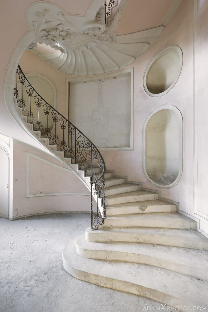 Blush pink beautiful staircase stairs wrought iron sea shell Palazzo L Villa Rosa Urbex Adam X Urban Exploration Italy Italia Access 2016 Abandoned Grand Ornate Neoclassical decay lost forgotten infiltration derelict location creepy haunting eerie