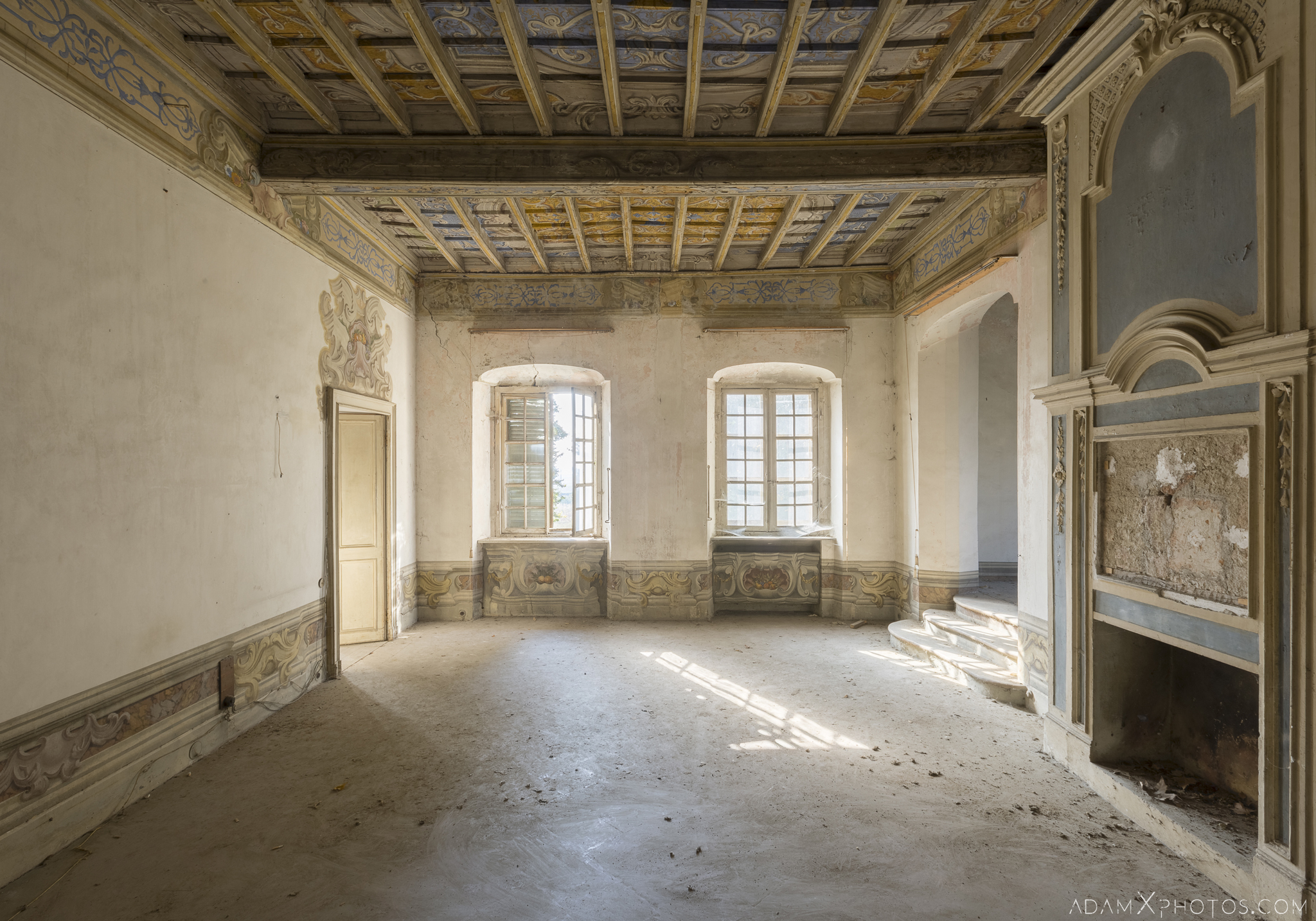 Blue room Palazzo L Villa Rosa Urbex Adam X Urban Exploration Italy Italia Access 2016 Abandoned Grand Ornate Neoclassical decay lost forgotten infiltration derelict location creepy haunting eerie