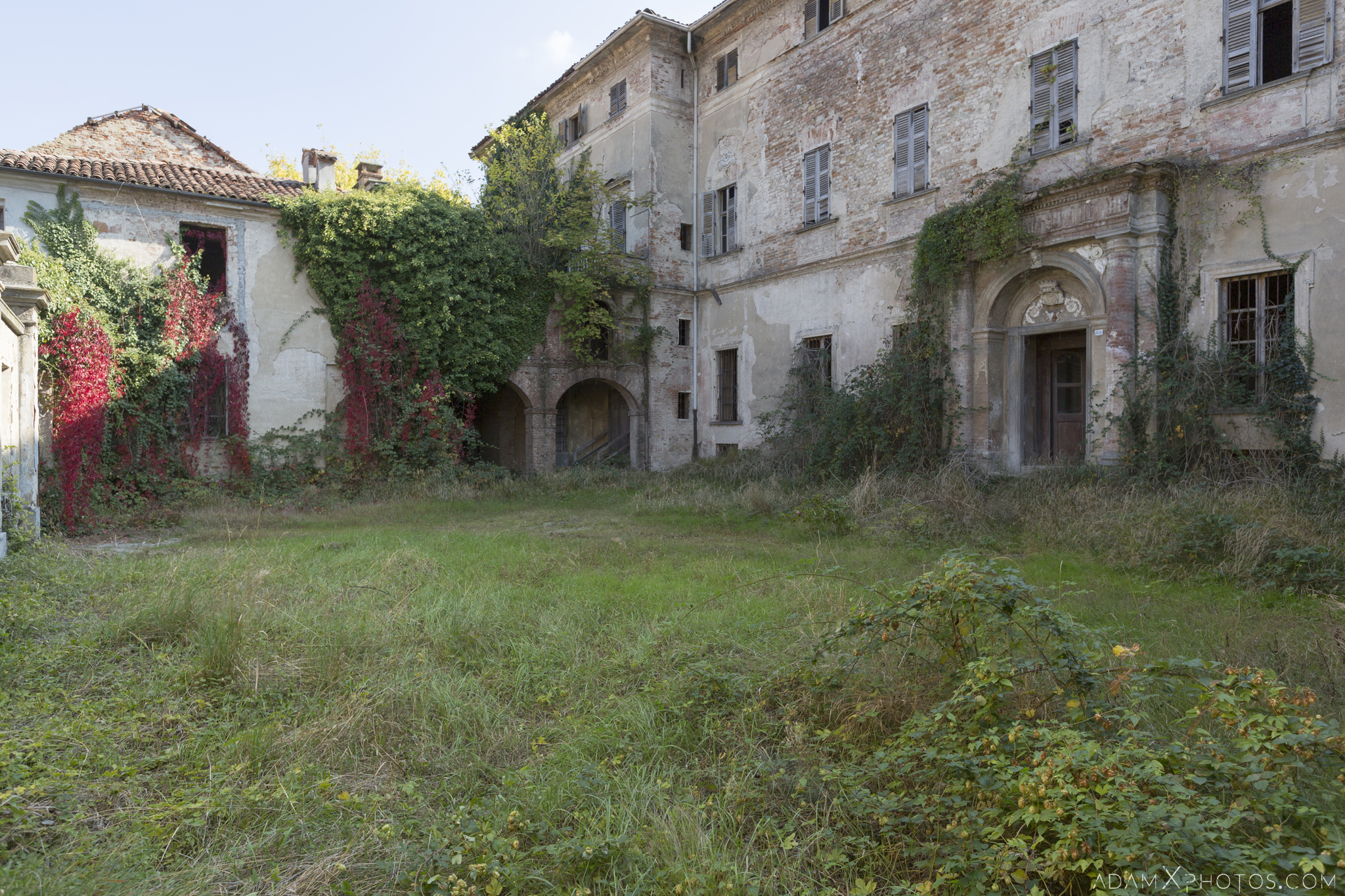 Garden Grounds exterior outside external Palazzo di L dei Conte M Castello di Lauriano Urbex Adam X Urban Exploration Italy Italia Access 2016 Abandoned Grand Ornate Neoclassical decay lost forgotten infiltration derelict location creepy haunting eerie