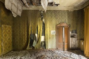 Peeling wallpaper Villa Pesenti P Urbex Adam X Urban Exploration Italy Italia Access 2016 Abandoned decay lost forgotten derelict location creepy haunting eerie