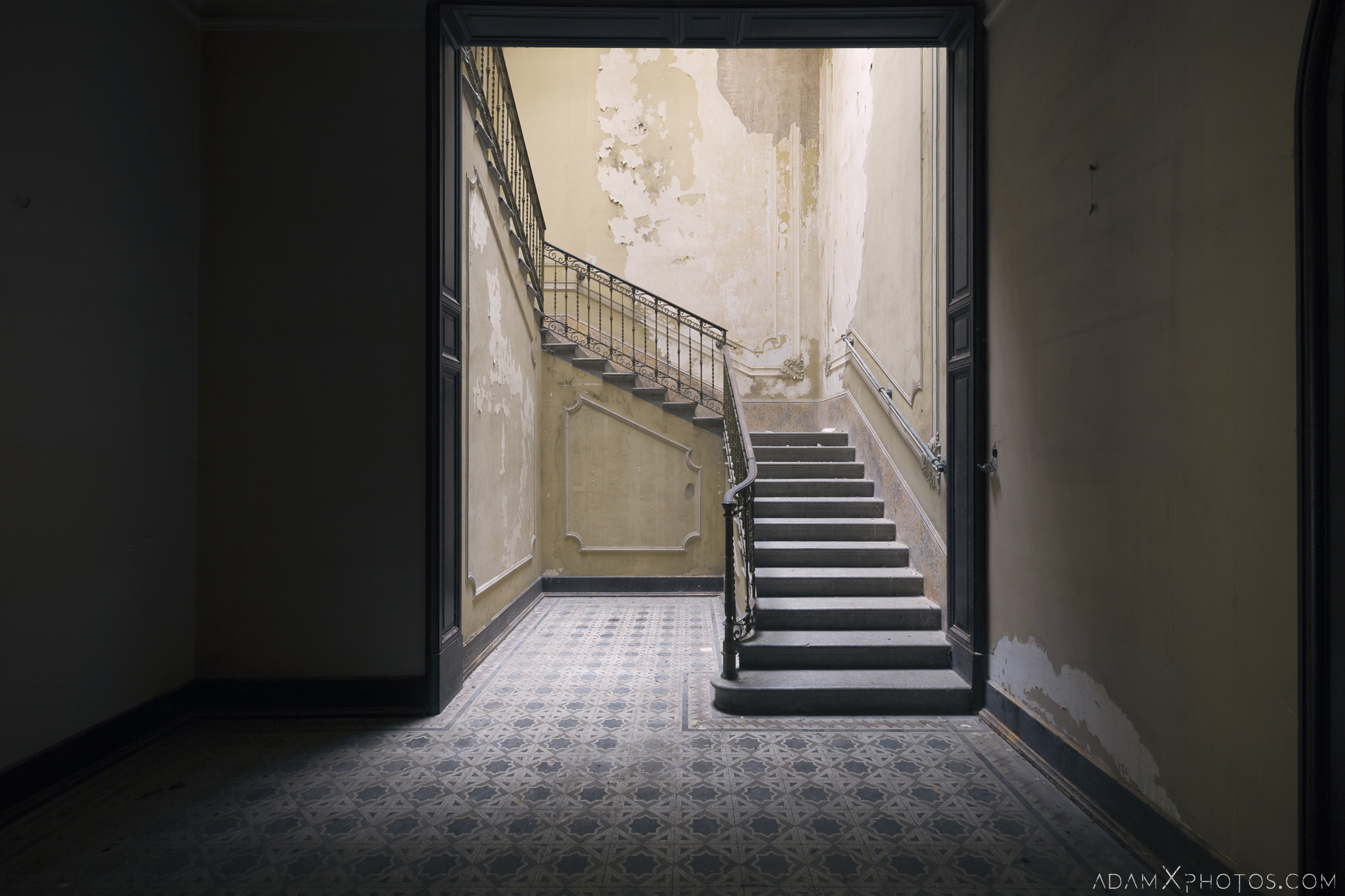 Hallway light shadow stairs staircase Villa Pesenti P Urbex Adam X Urban Exploration Italy Italia Access 2016 Abandoned decay lost forgotten derelict location creepy haunting eerie