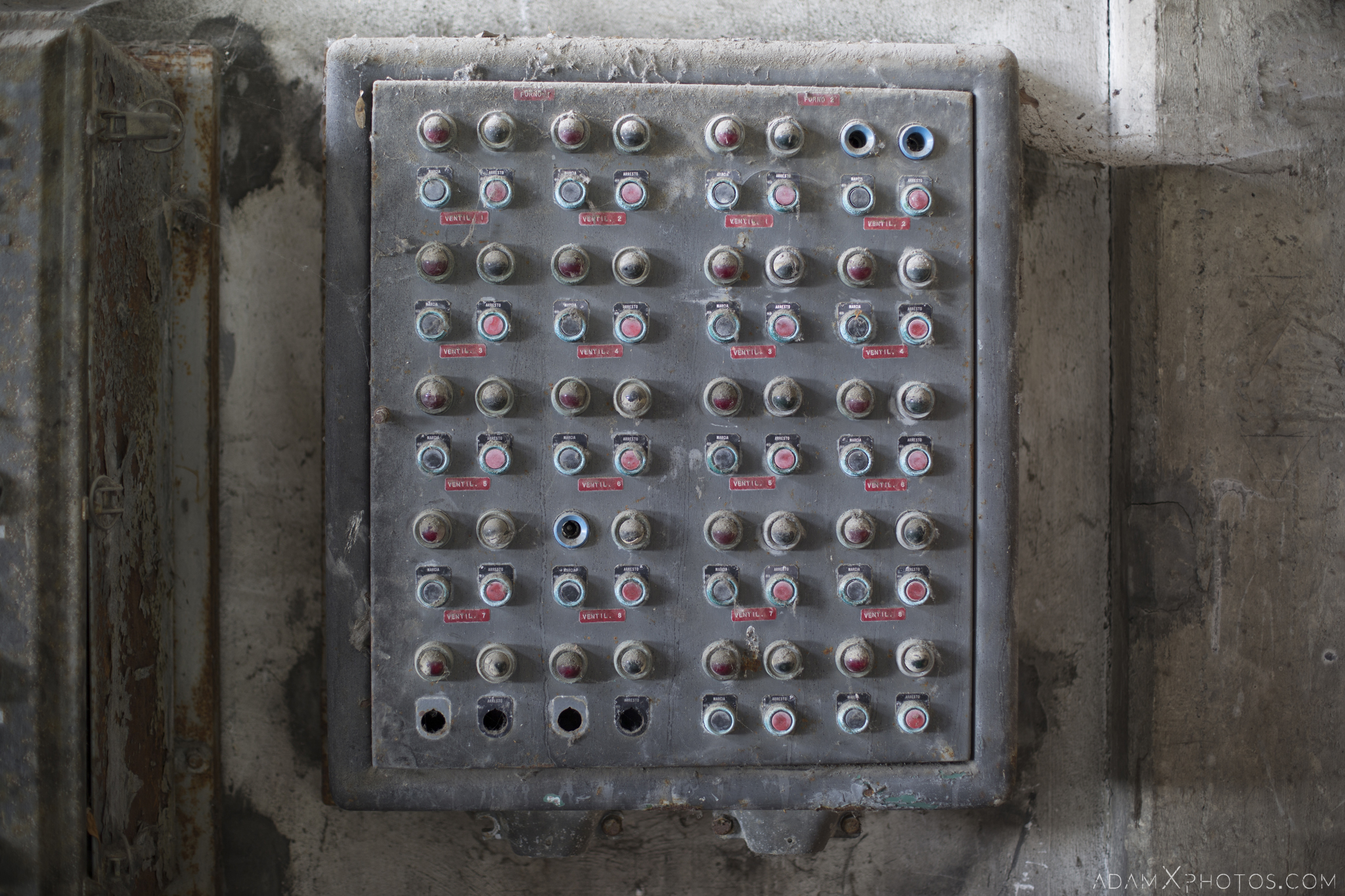 control panel buttons switches Circle Industry Cement factory industrial industy Adam X Urban Exploration Italy Italia Access 2016 Abandoned decay lost forgotten derelict location creepy haunting eerie