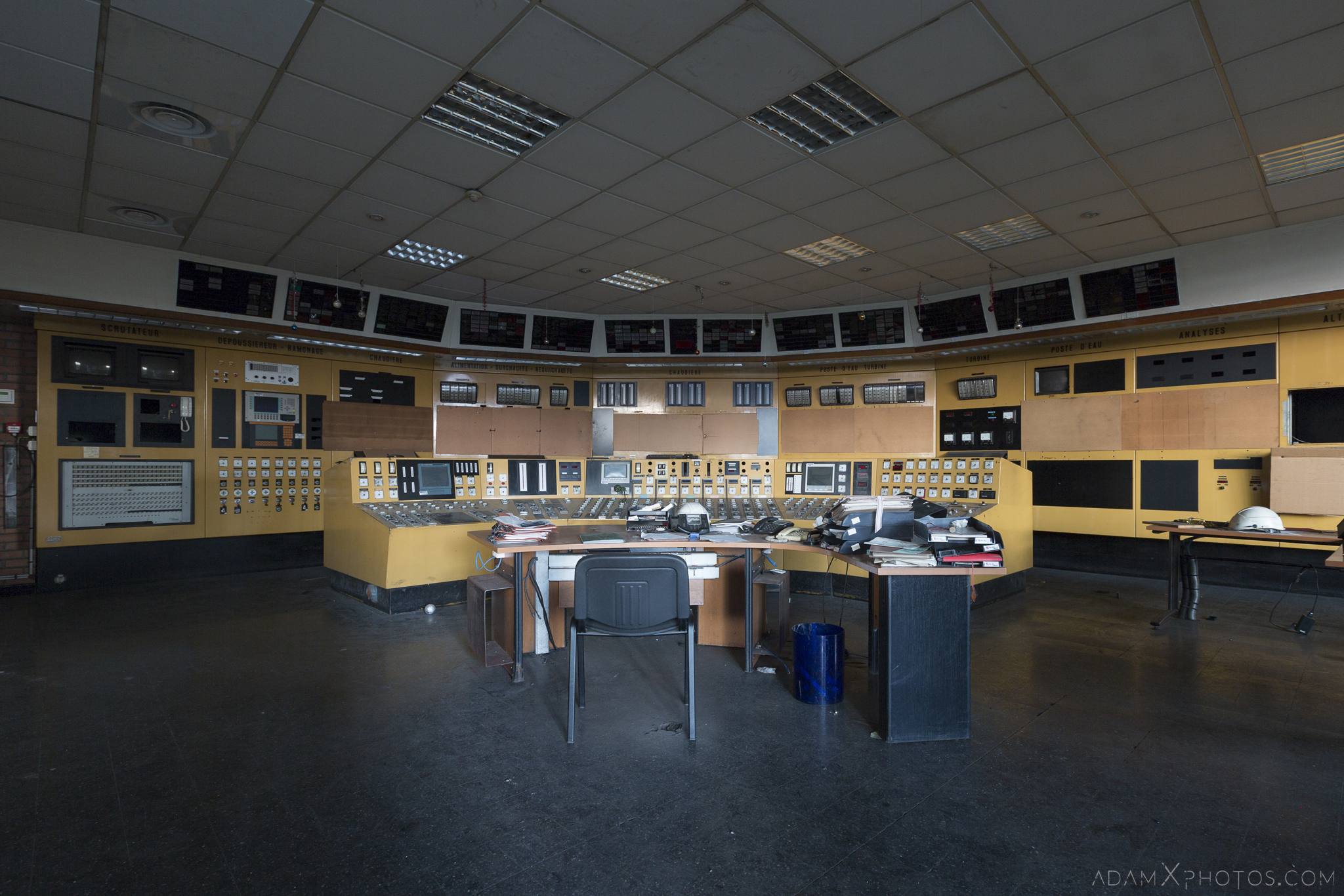yellow control room Centrale de schneider powerplant power plant industrial industy Adam X Urban Exploration France Access 2017 Abandoned decay lost forgotten derelict location creepy haunting eerie