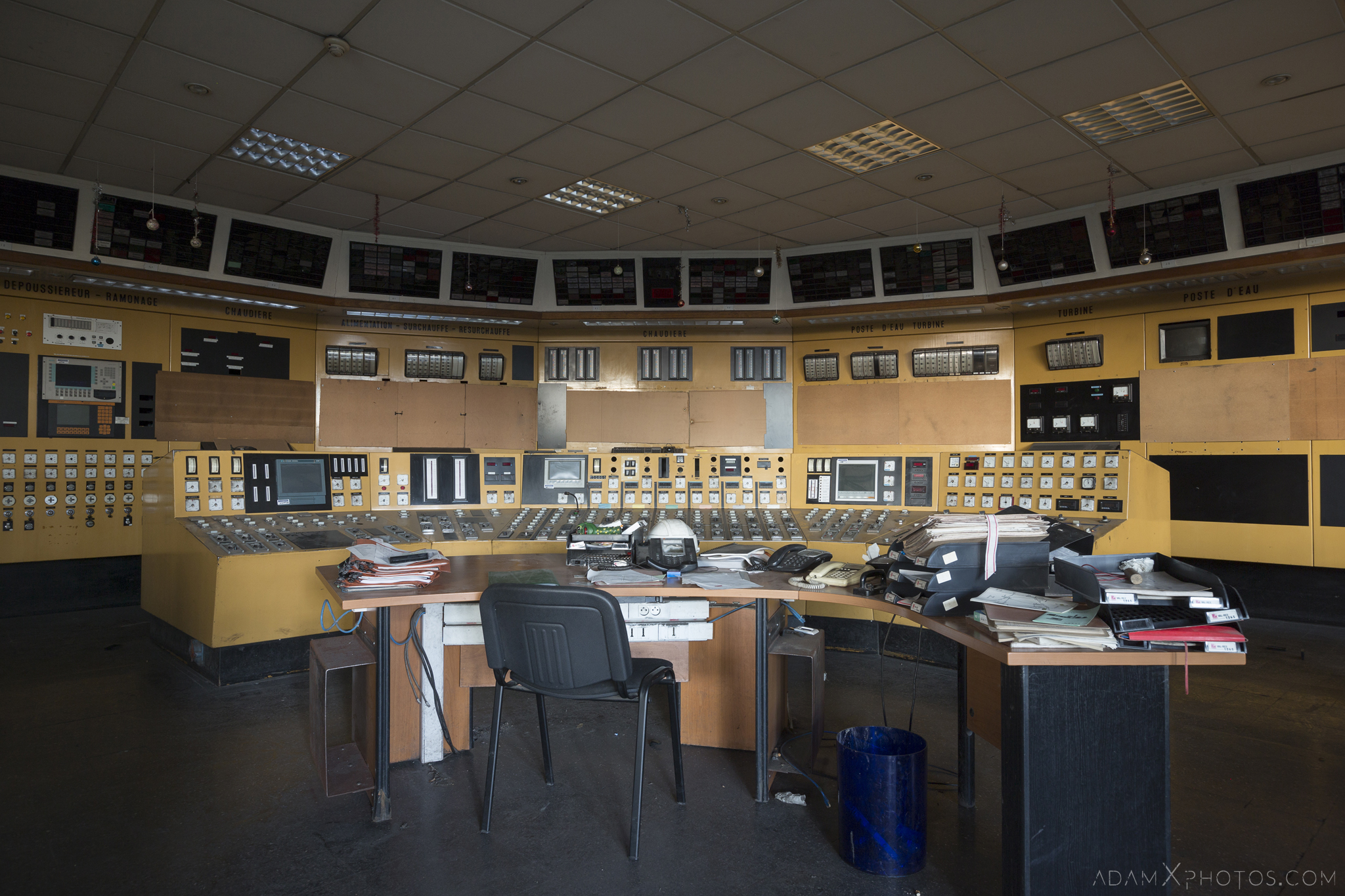 Yellow control room desk units Centrale de schneider powerplant power plant industrial industy Adam X Urban Exploration France Access 2017 Abandoned decay lost forgotten derelict location creepy haunting eerie