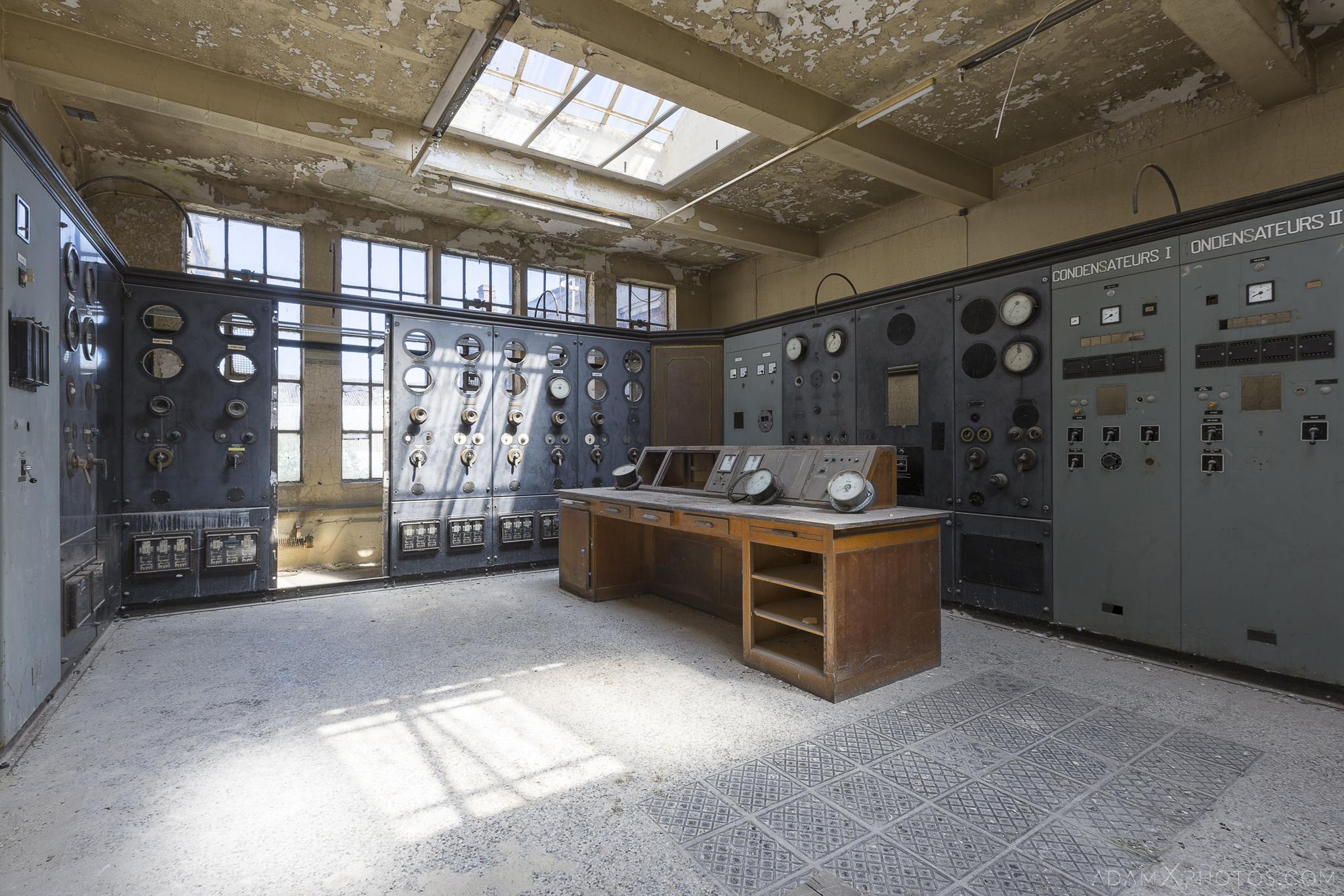 peeling paint switches dials panels desk powerplant Steampunk Commander control room Adam X Urban Exploration Belgium Access 2017 Abandoned decay lost forgotten derelict location creepy haunting eerie