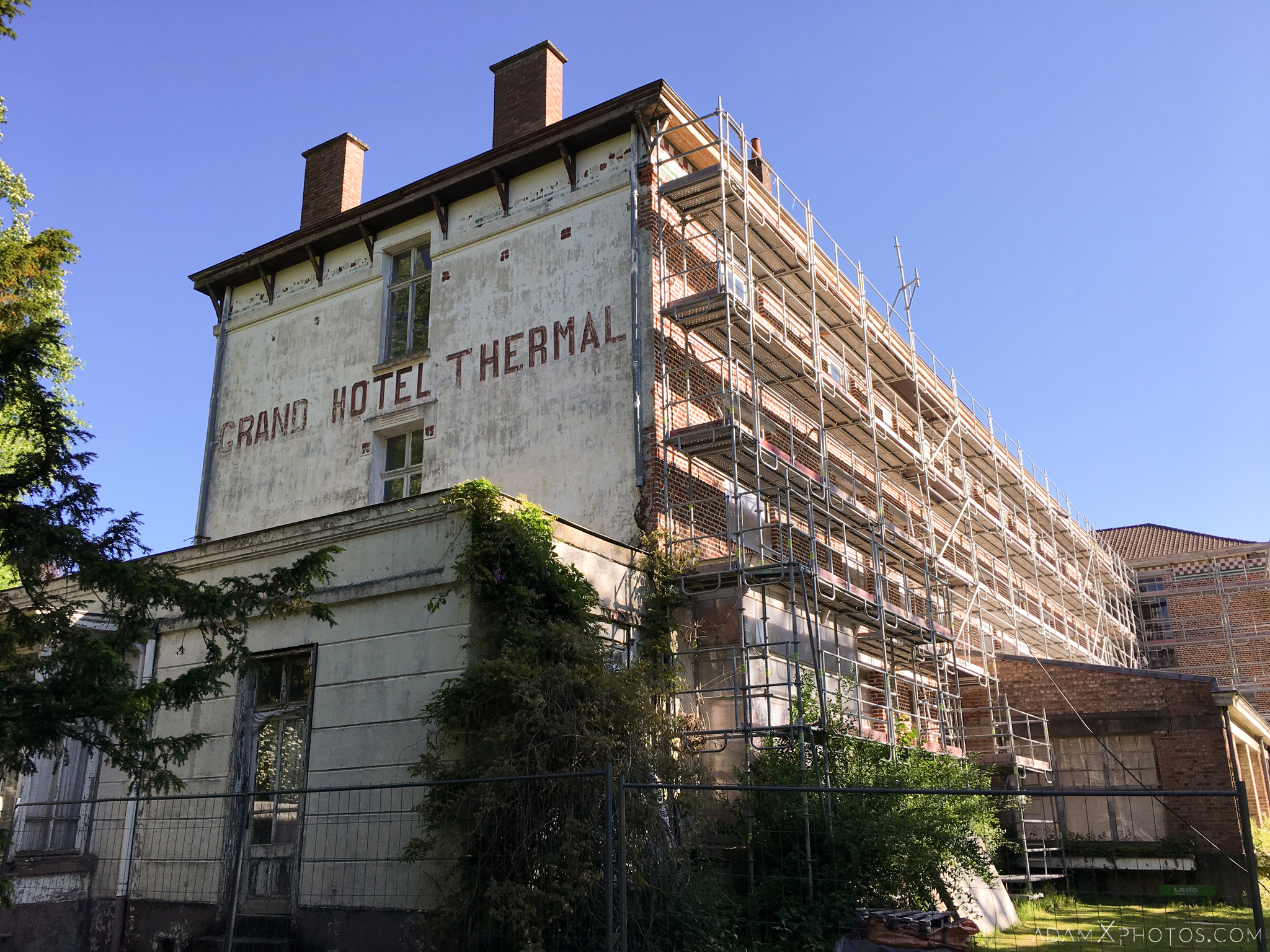 exterior external scaffolding grand hotel thermal Hotel Des Thermes Adam X Urban Exploration France Access 2017 Abandoned decay lost forgotten derelict location creepy haunting eerie