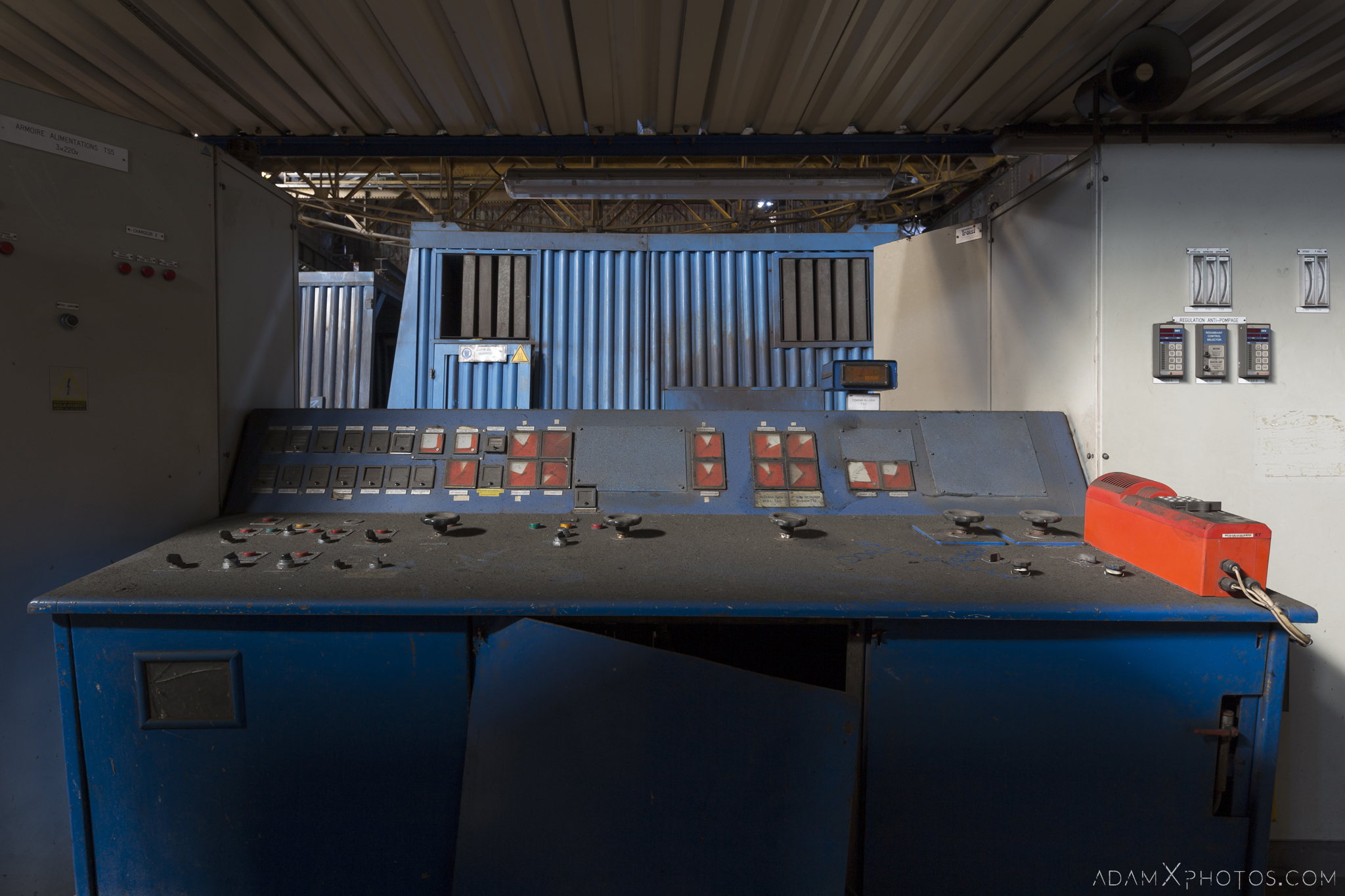 Blue control desk Haut Fourneau B HFB Blast Furnace Steelworks Adam X Urban Exploration Belgium Access 2017 Abandoned decay lost forgotten derelict location creepy haunting eerie