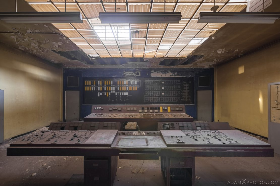 Desk panels Control Room S Dusty Rusty Steelworks Adam X Urban Exploration Belgium Access 2017 Abandoned decay lost forgotten derelict location creepy haunting eerie