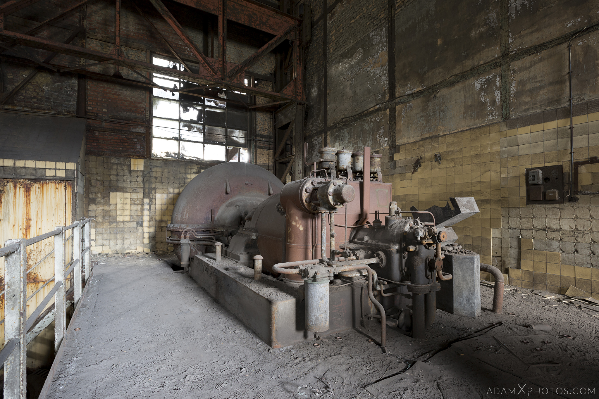 Vintage turbine HF4 power plant wet dogs AMEC Industrial Industry Adam X Urban Exploration Belgium Access 2017 Abandoned decay lost forgotten derelict location creepy haunting eerie