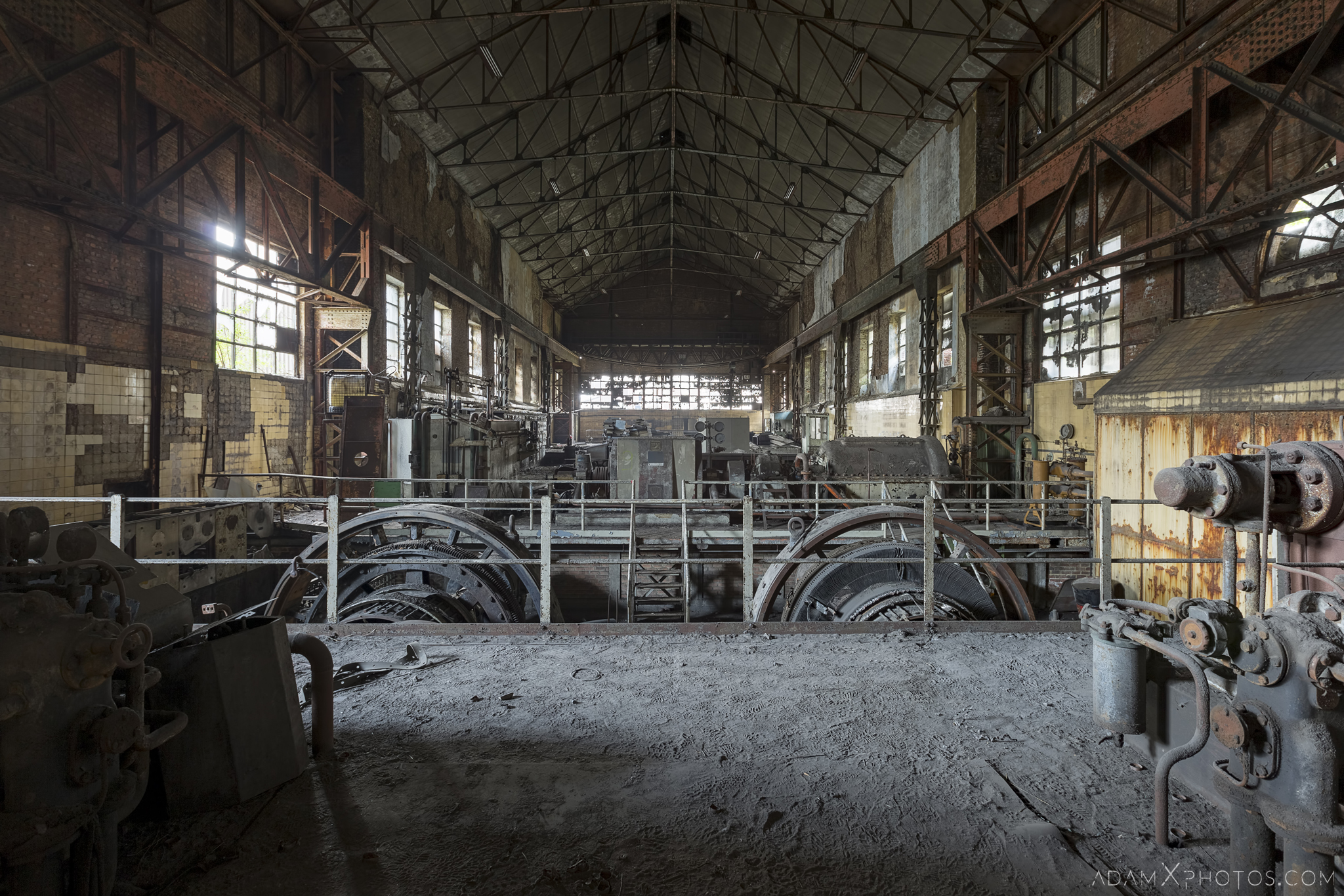 Rotary converters main hall HF4 power plant wet dogs AMEC Industrial Industry Adam X Urban Exploration Belgium Access 2017 Abandoned decay lost forgotten derelict location creepy haunting eerie