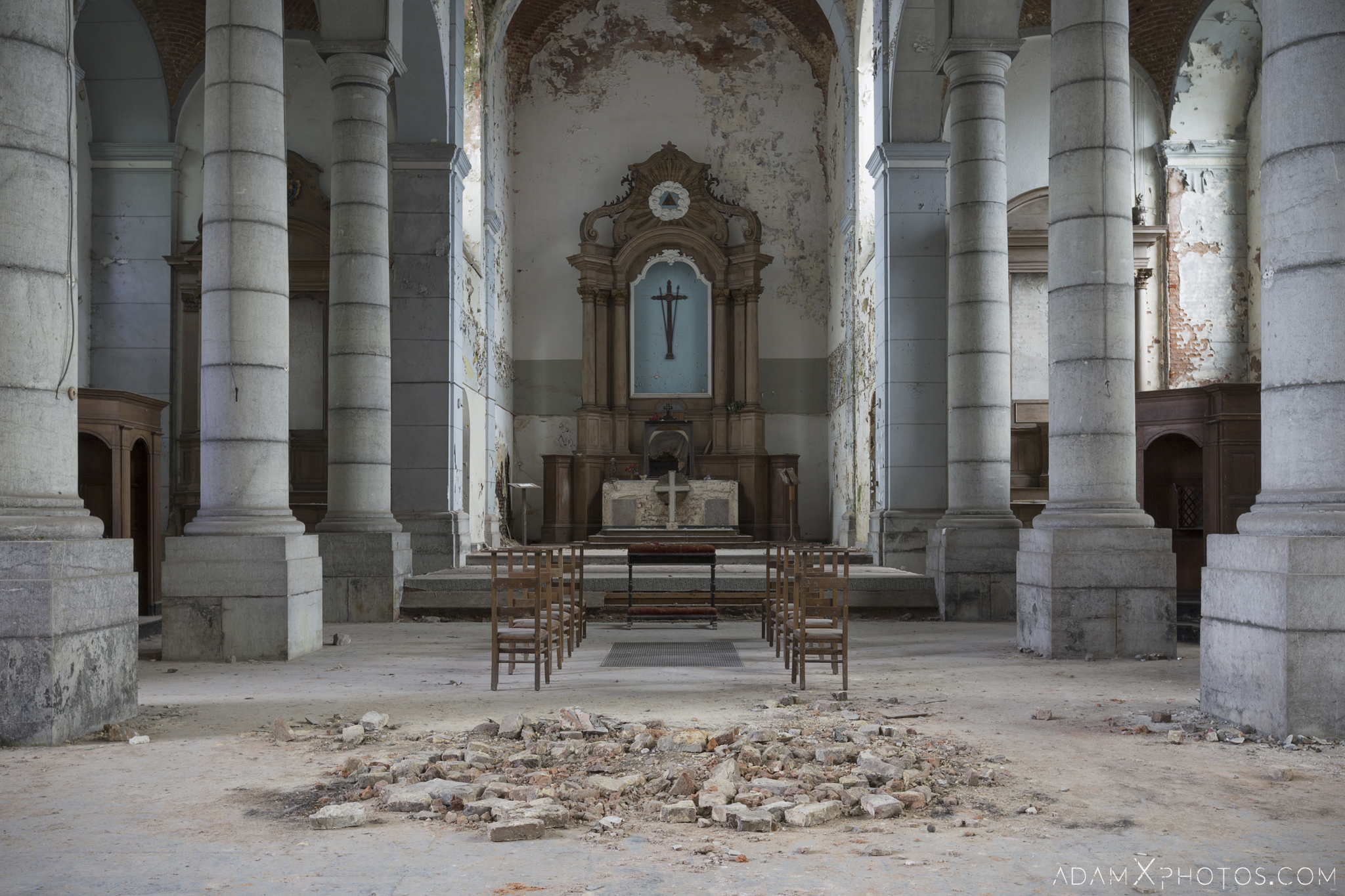 Altar L'église Saint-Pierre Church of Decay Grâce-Hollogne Liege Adam X Urban Exploration Belgium Access 2017 Abandoned decay lost forgotten derelict location creepy haunting eerie