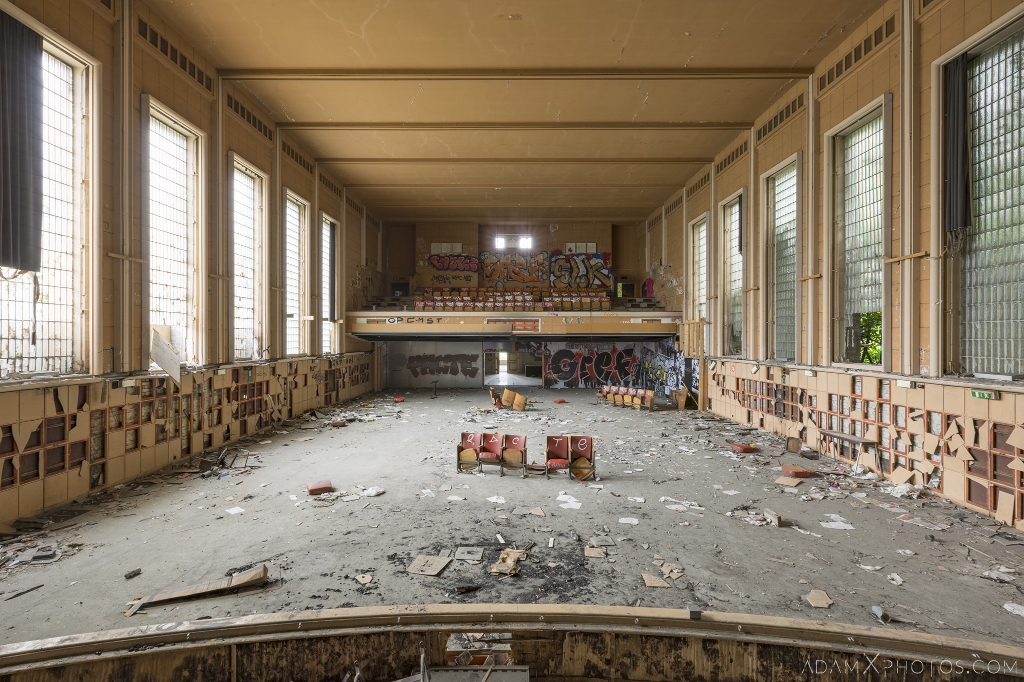 View from the stage Theatre Salle des fêtes d'Ougrée Marihayea (OM) Théâtre Jeusette Adam X Urban Exploration Belgium Access 2017 Abandoned decay lost forgotten derelict location creepy haunting eerie
