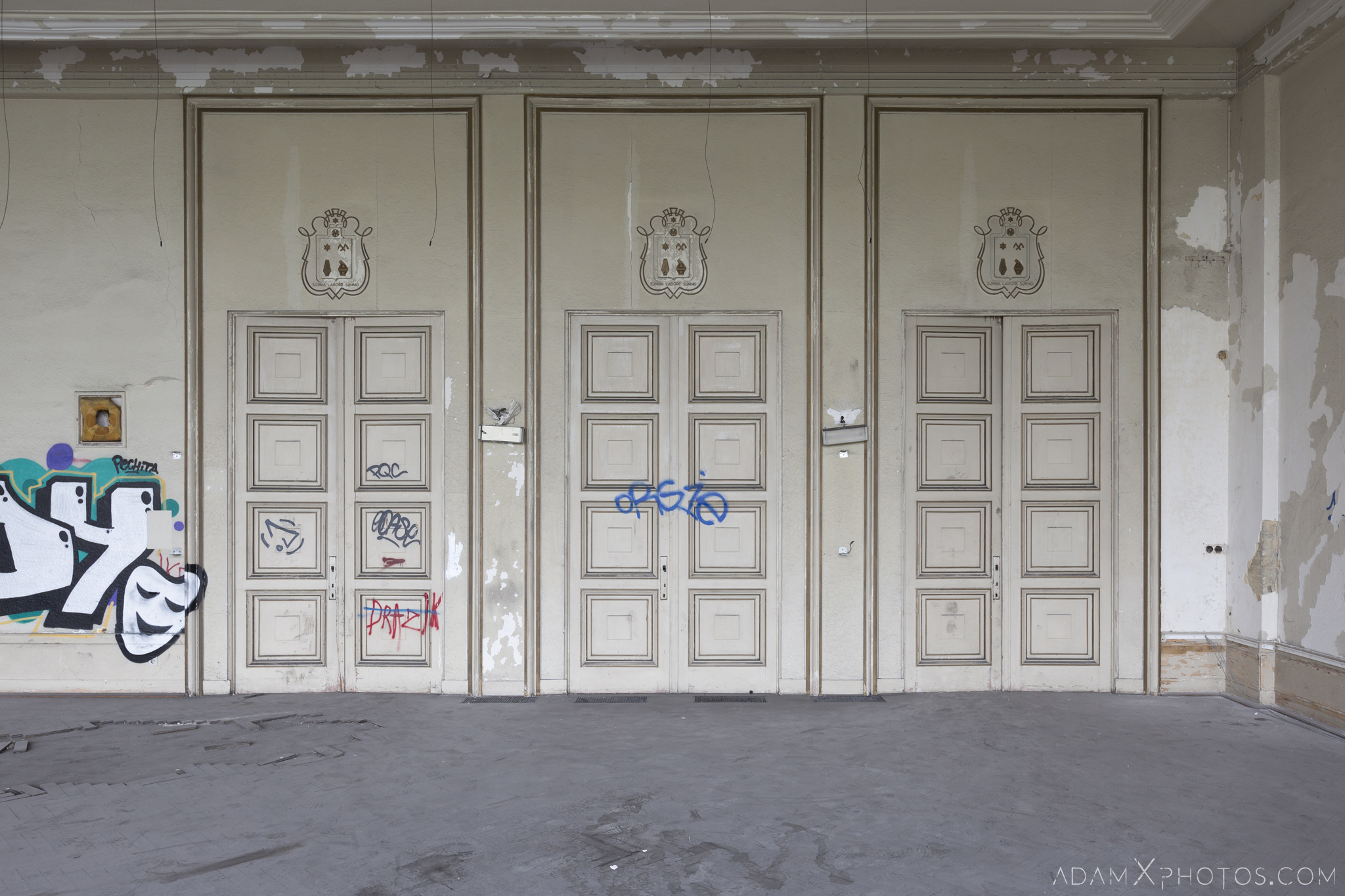 Doors ornate Theatre Salle des fêtes d'Ougrée Marihayea (OM) Théâtre Jeusette Adam X Urban Exploration Belgium Access 2017 Abandoned decay lost forgotten derelict location creepy haunting eerie