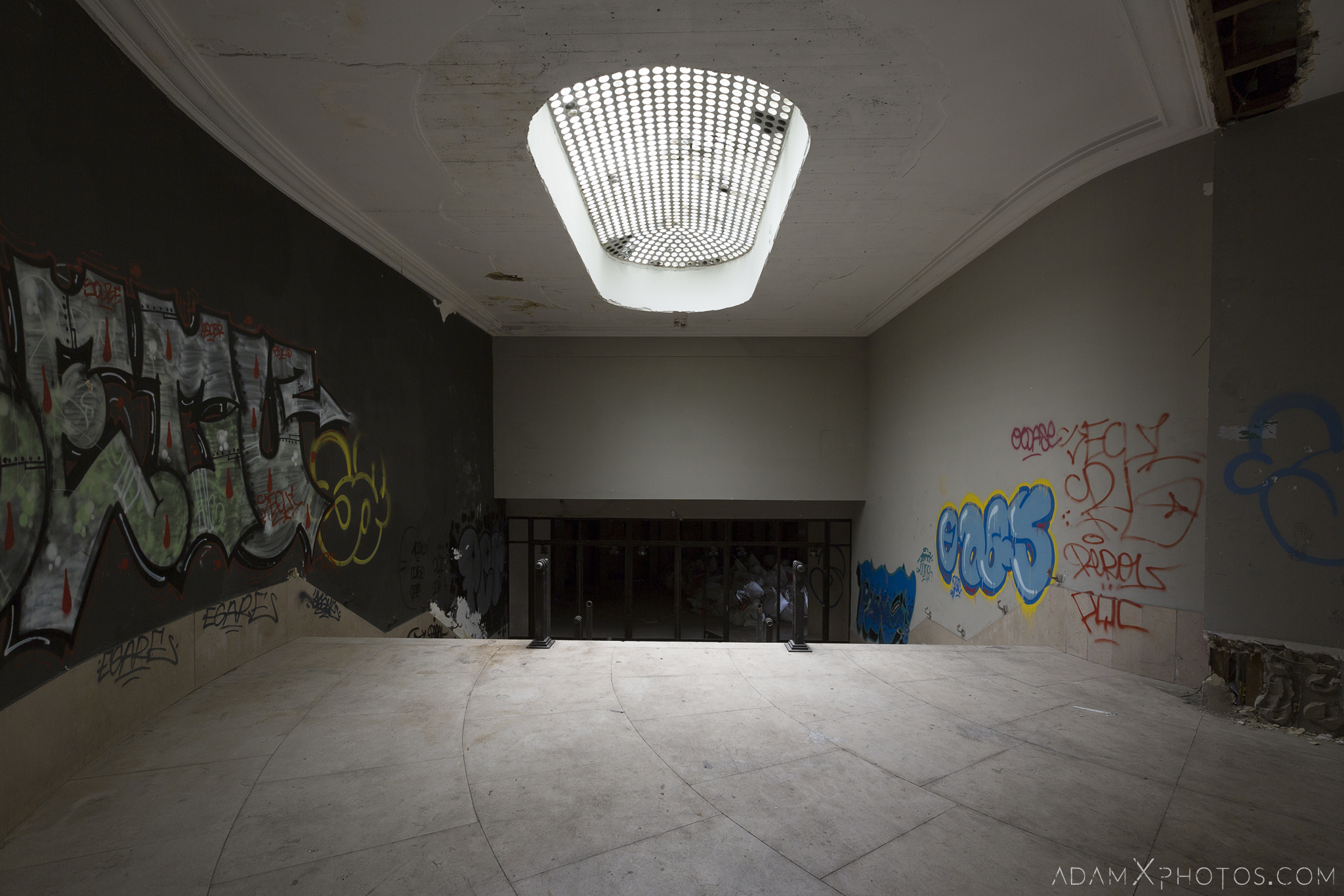 Skylight art deco Theatre Salle des fêtes d'Ougrée Marihayea (OM) Théâtre Jeusette Adam X Urban Exploration Belgium Access 2017 Abandoned decay lost forgotten derelict location creepy haunting eerie