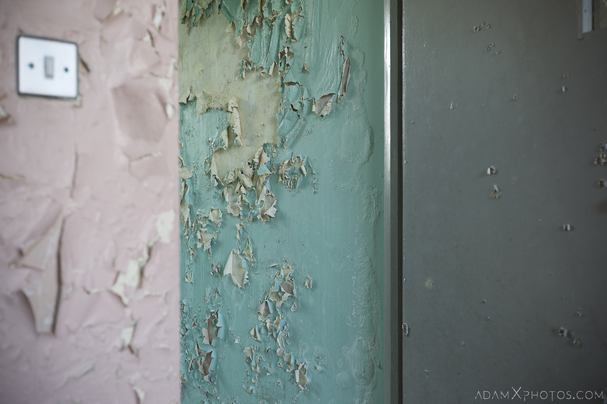 peeling paint colours colors Connacht District Lunatic Asylum St Brigid's Hospital Adam X Urbex Urban Exploration Ireland Ballinasloe Access 2017 Abandoned decay lost forgotten derelict location creepy haunting eerie