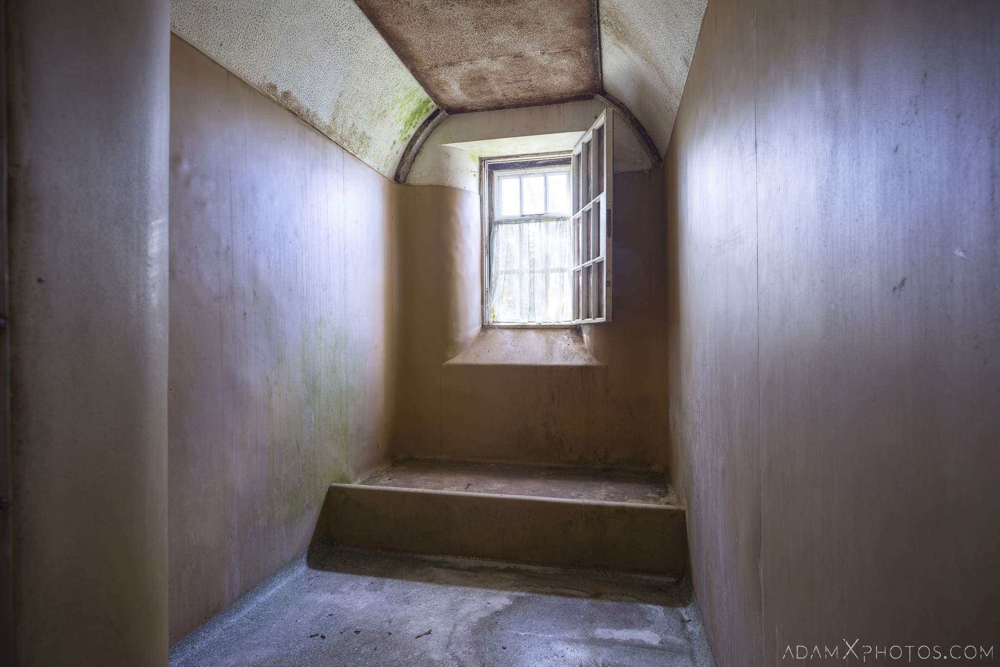 isolation cell Connacht District Lunatic Asylum St Brigid's Hospital Adam X Urbex Urban Exploration Ireland Ballinasloe Access 2017 Abandoned decay lost forgotten derelict location creepy haunting eerie