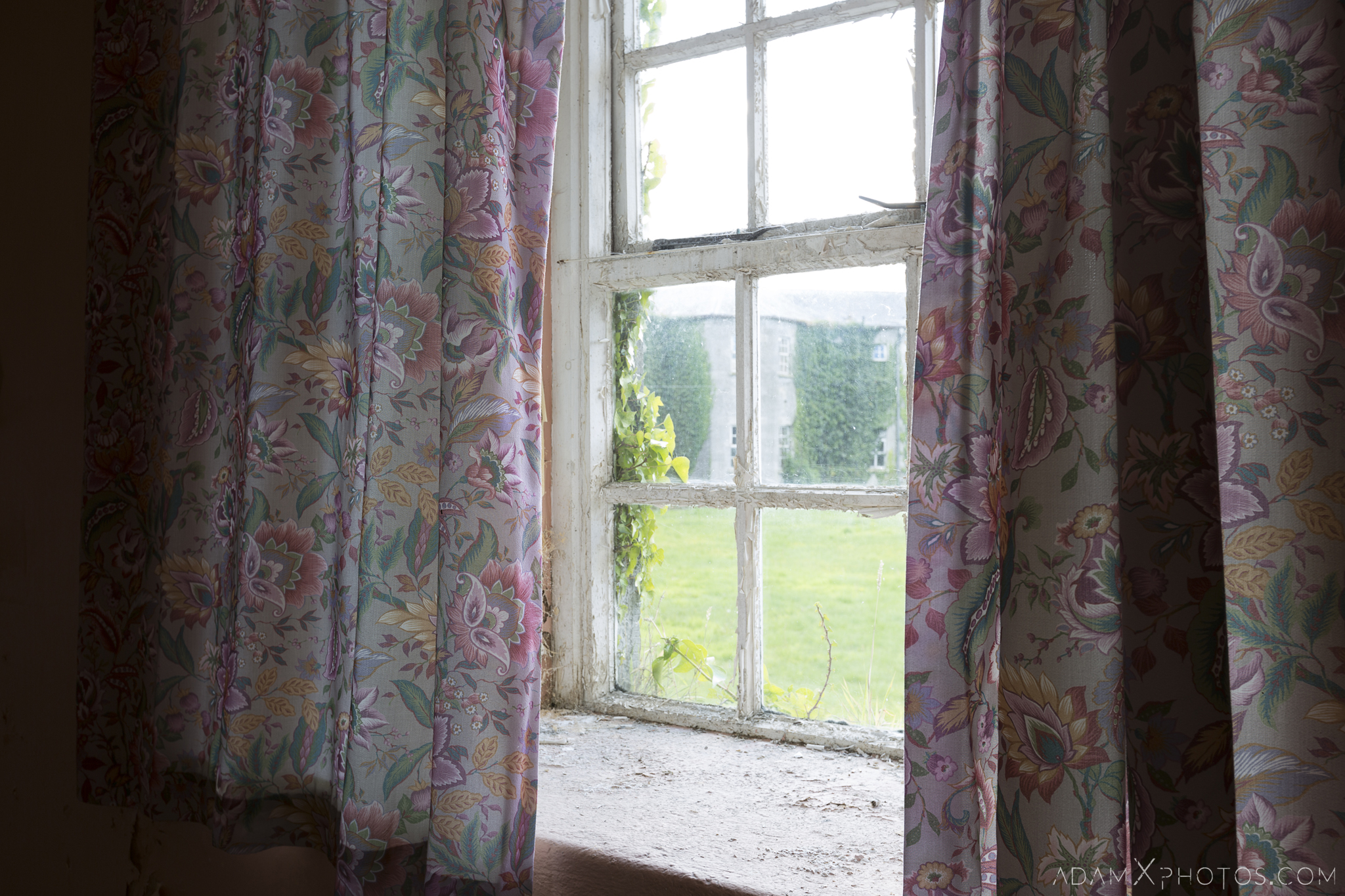 retro curtains window Connacht District Lunatic Asylum St Brigid's Hospital Adam X Urbex Urban Exploration Ireland Ballinasloe Access 2017 Abandoned decay lost forgotten derelict location creepy haunting eerie