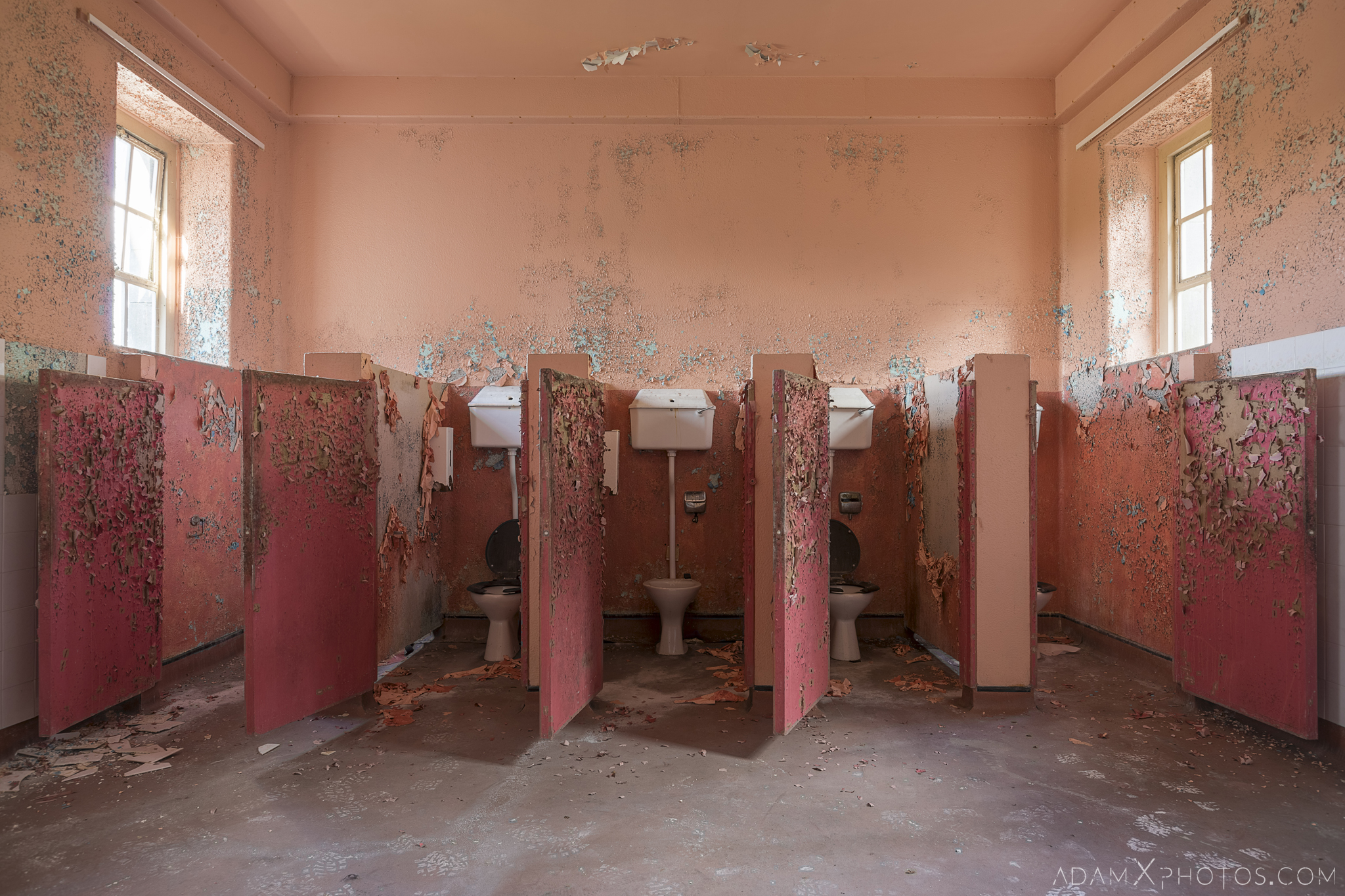 toilets bathroom pink peeling paint Connacht District Lunatic Asylum St Brigid's Hospital Adam X Urbex Urban Exploration Ireland Ballinasloe Access 2017 Abandoned decay lost forgotten derelict location creepy haunting eerie