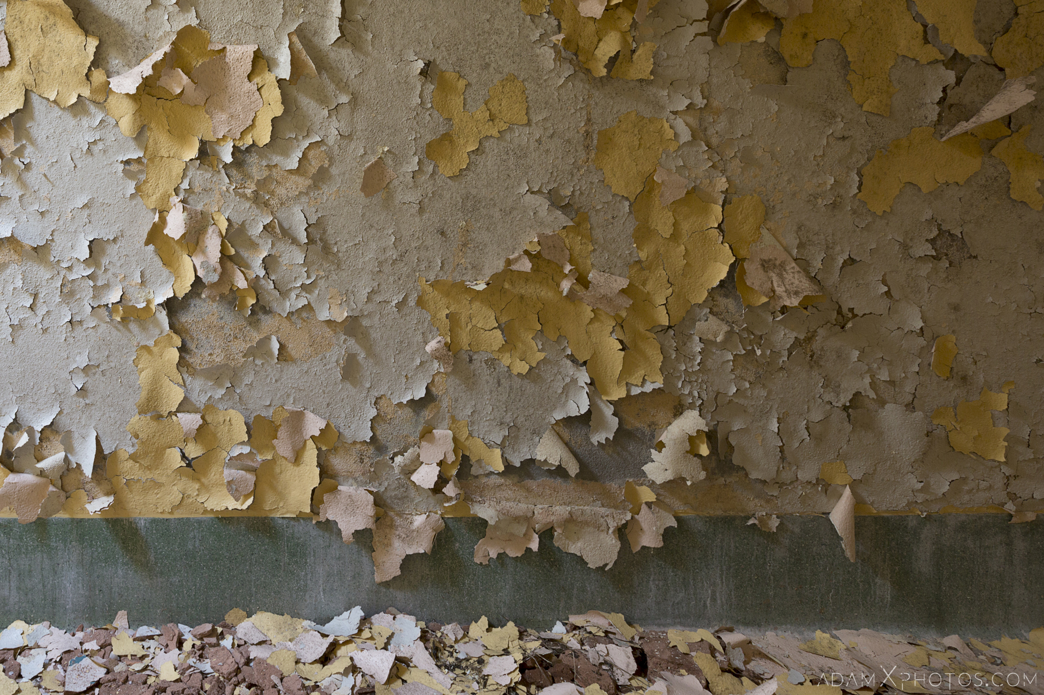 peeling paint wall yellow green Connacht District Lunatic Asylum St Brigid's Hospital Adam X Urbex Urban Exploration Ireland Ballinasloe Access 2017 Abandoned decay lost forgotten derelict location creepy haunting eerie