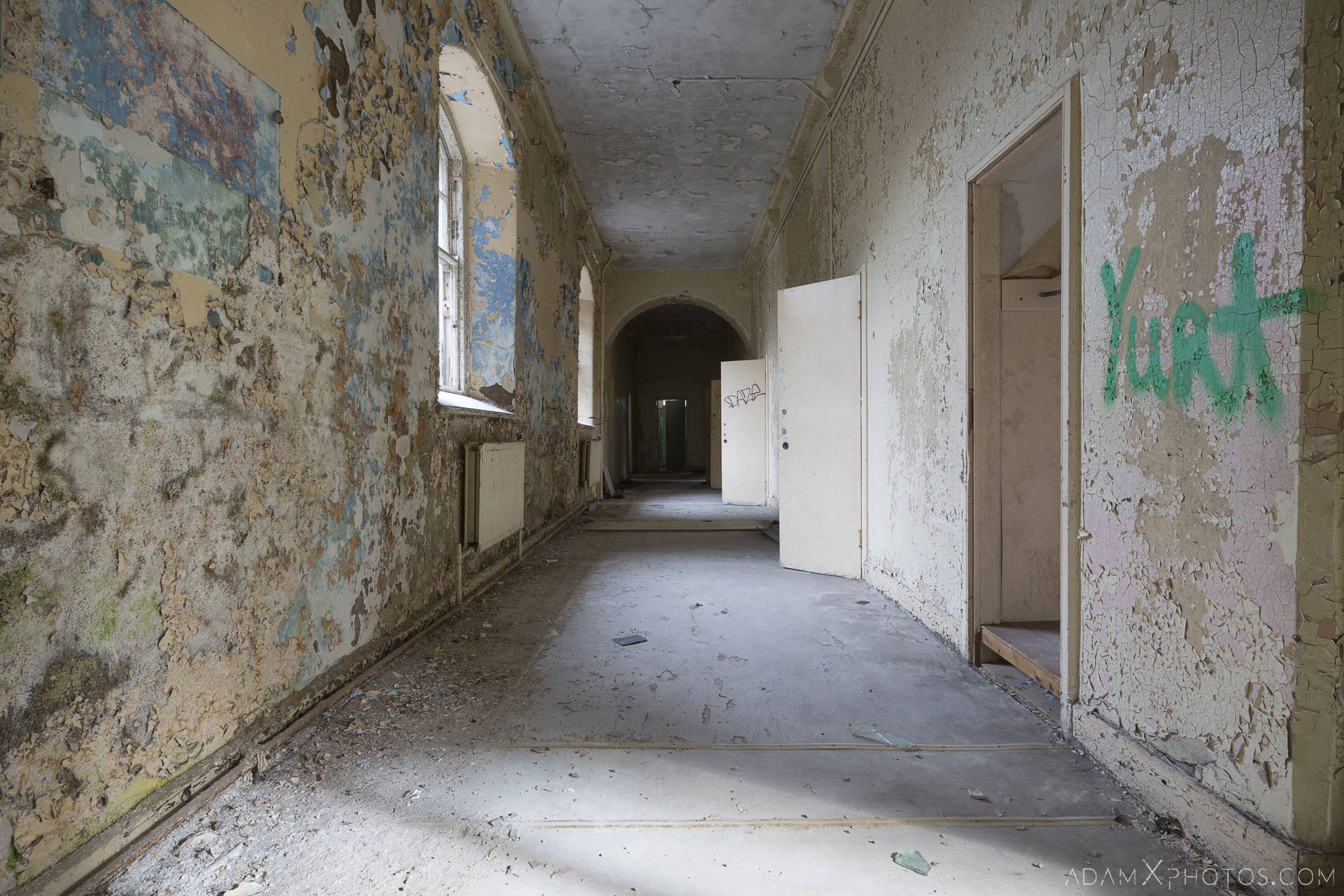 Corridor peeling paint Ennis District Lunatic Asylum Our Lady's Hospital Ennis County Clare Adam X Urbex Urban Exploration Ireland Ballinasloe Access 2017 Abandoned decay lost forgotten derelict location creepy haunting eerie
