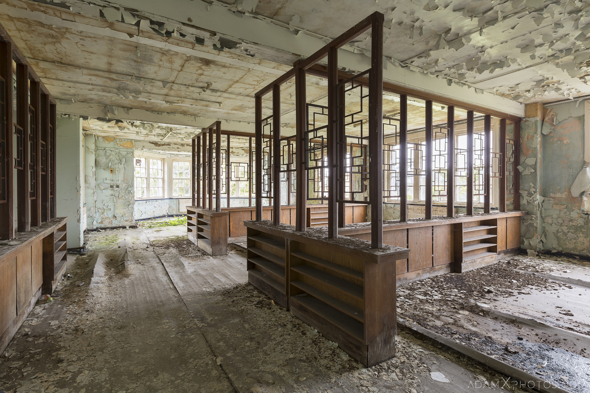 Wooden dividers ward Ennis District Lunatic Asylum Our Lady's Hospital Ennis County Clare Adam X Urbex Urban Exploration Ireland Ballinasloe Access 2017 Abandoned decay lost forgotten derelict location creepy haunting eerie
