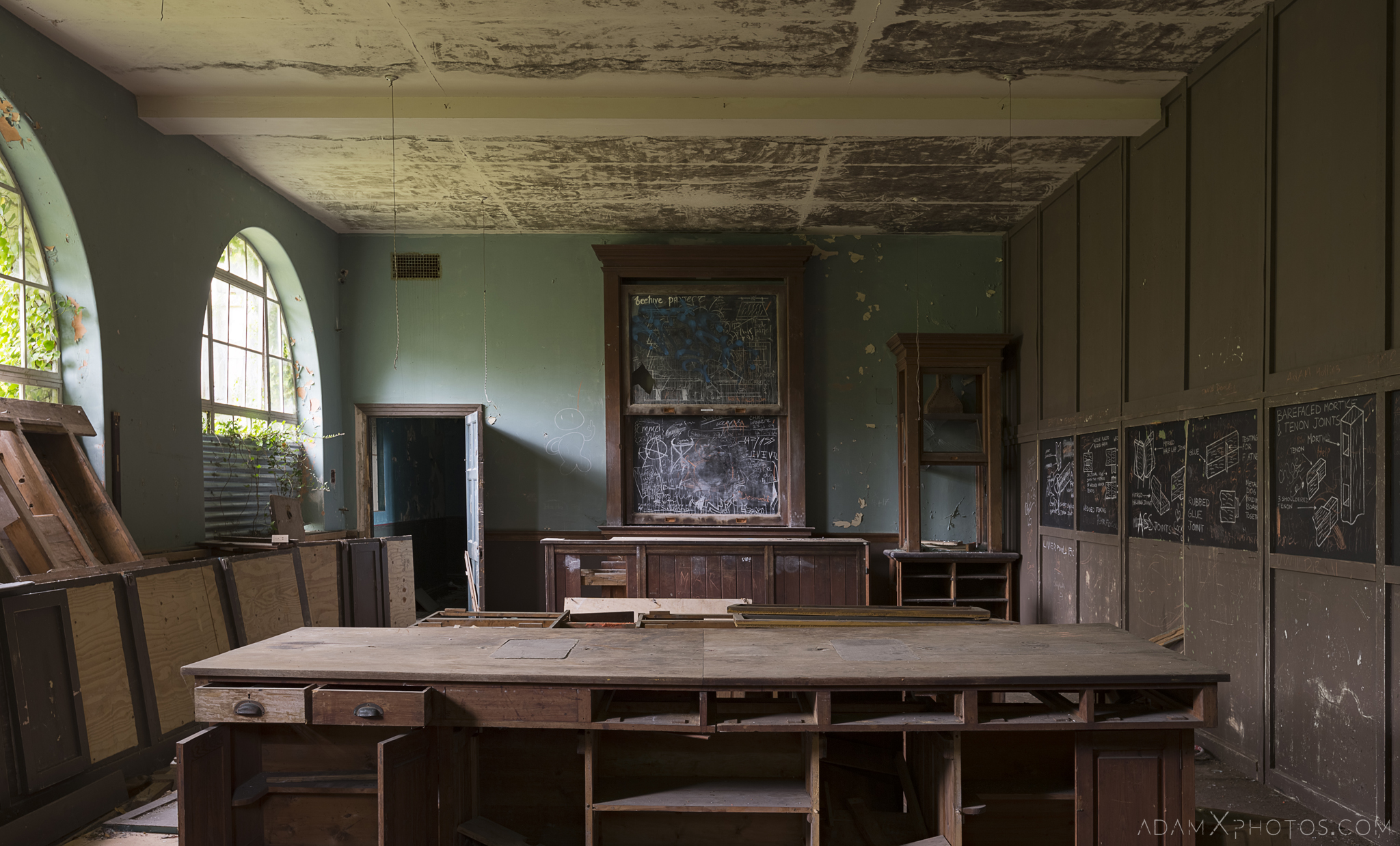 Old classroom blackboard desks De Salle College School Colaiste Iosagain Ballyvourney County Cork Adam X Urbex Urban Exploration Ireland Access 2017 Abandoned decay lost forgotten derelict location creepy haunting eerie
