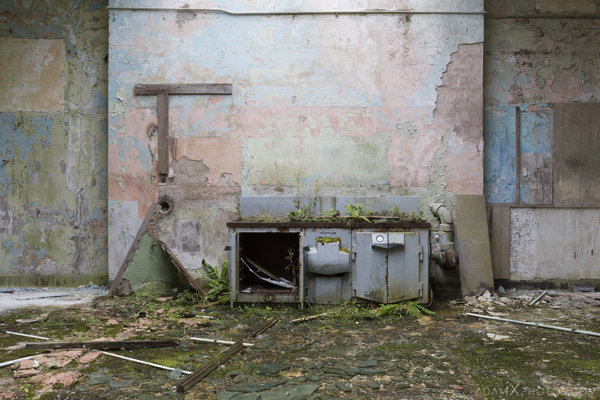 Old kitchen oven De Salle College School Colaiste Iosagain Ballyvourney County Cork Adam X Urbex Urban Exploration Ireland Access 2017 Abandoned decay lost forgotten derelict location creepy haunting eerie