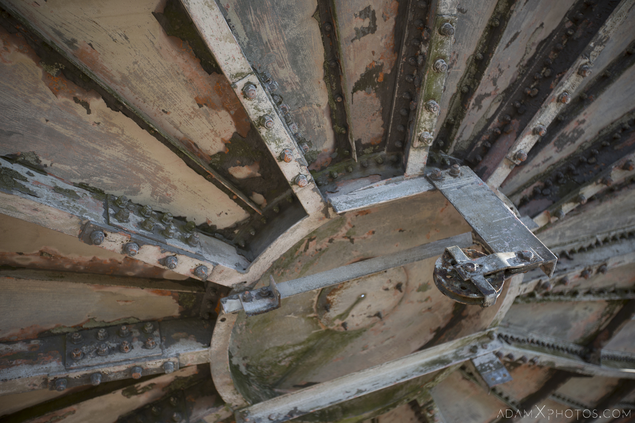Detail underside beneath RAF Stenigot Lincolnshire Tropospheric scatter radar dishes Adam X Urbex Urban Exploration Access 2018 Abandoned decay lost forgotten derelict location creepy haunting eerie